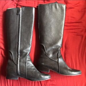 DVF Beautiful black leather boots 👢 size 7